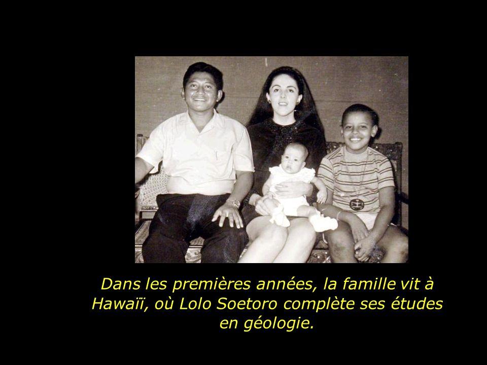 Et avec sa nouvelle famille, en plus dune soeur, Obama gagne un beau-père, Lolo Soetoro, de nacionalité indonésienne