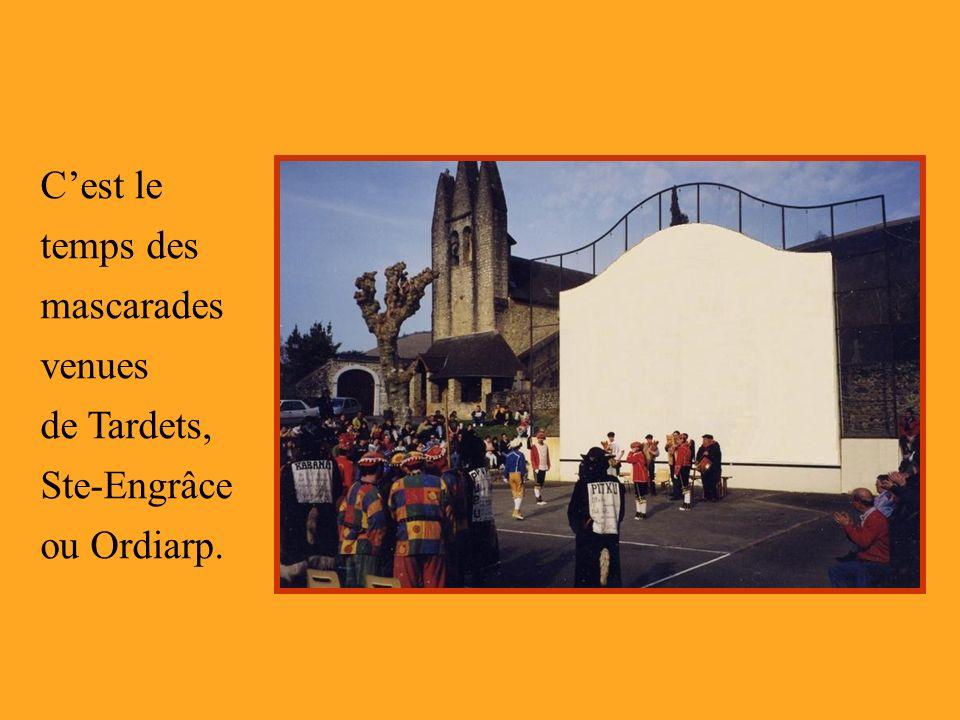 Cest le temps des mascarades venues de Tardets, Ste-Engrâce ou Ordiarp.