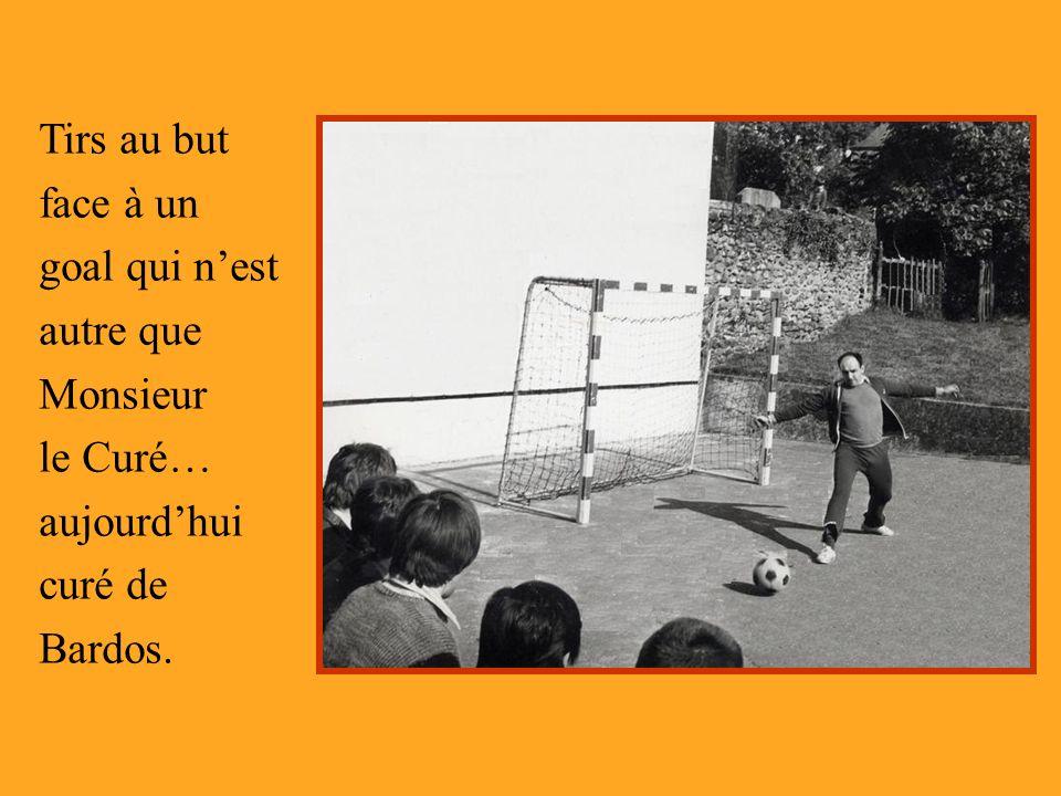 Tirs au but face à un goal qui nest autre que Monsieur le Curé… aujourdhui curé de Bardos.