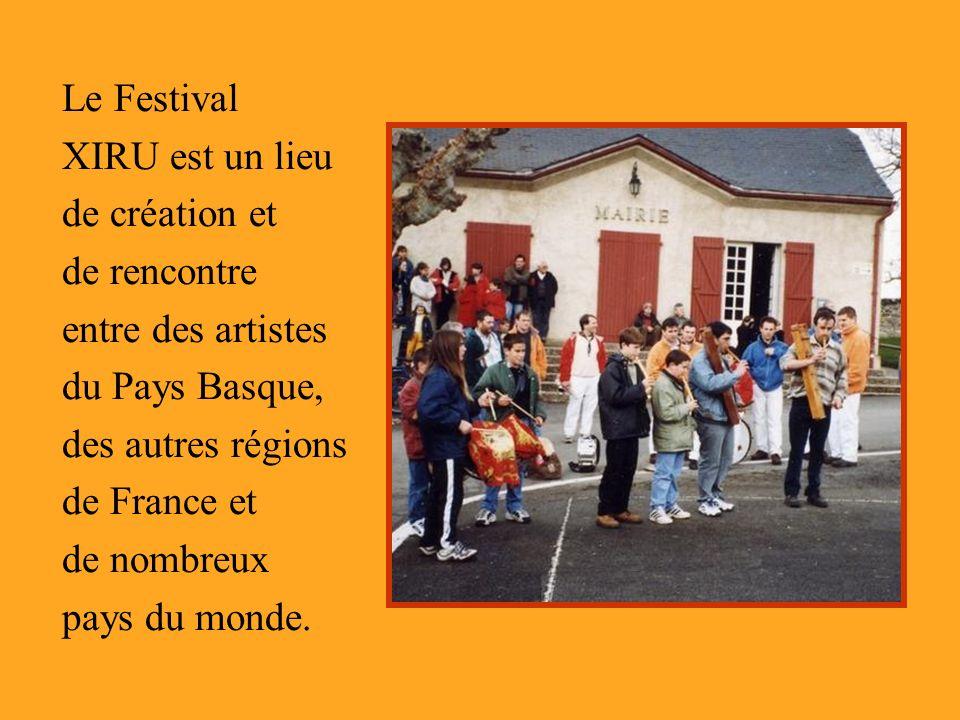 Le Festival XIRU est un lieu de création et de rencontre entre des artistes du Pays Basque, des autres régions de France et de nombreux pays du monde.