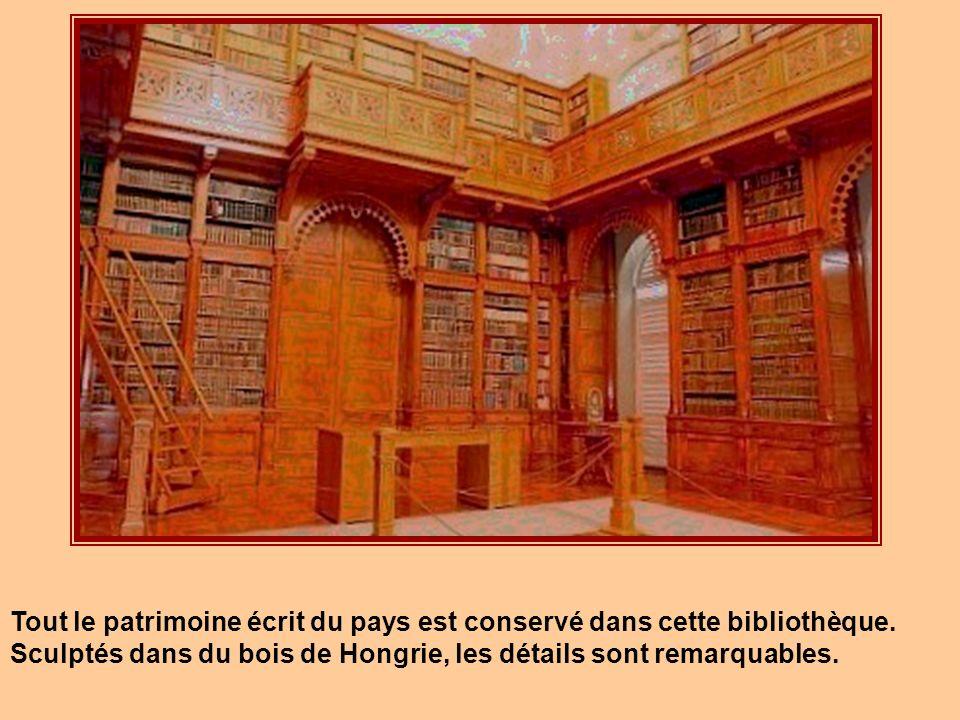 Cette bibliothèque est située à Budapest et constitue la Bibliothèque nationale de Hongrie. Fondée en 1802 par le Comte Ferenc Széchényi, elle fut dém