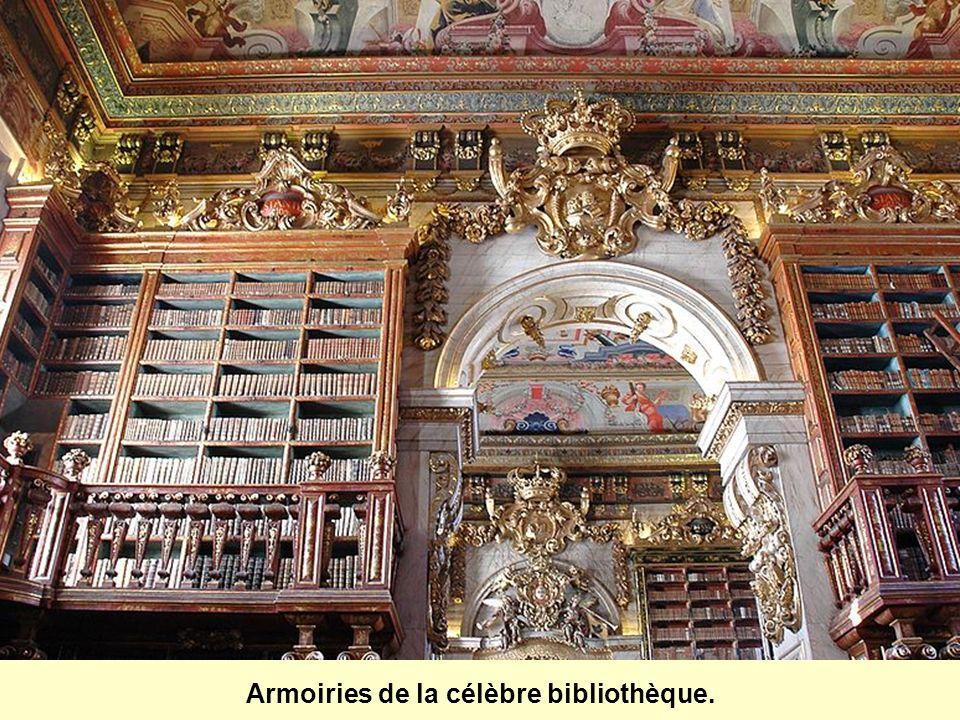 Dotée de 250,000 volumes, la bibliothèque est constituée surtout douvrages de médecine, de géographie, dhistoire, de science, de philosophie et de thé
