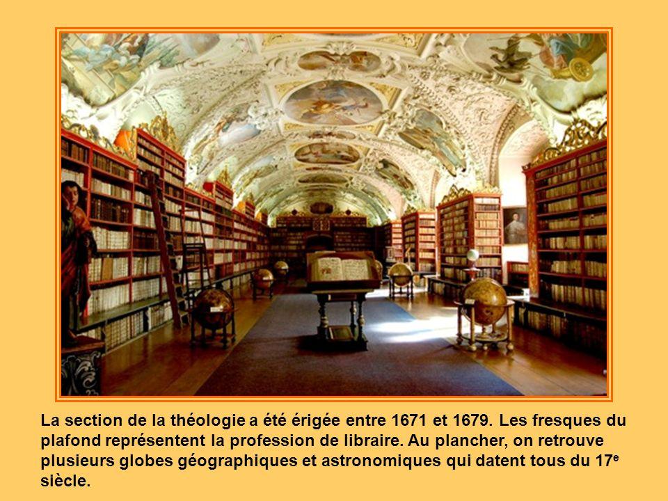 Le monastère a été construit au 17 e et au 18 e siècle. Les parties les plus intéressantes sont les bibliothèques situées dans les sections de la phil