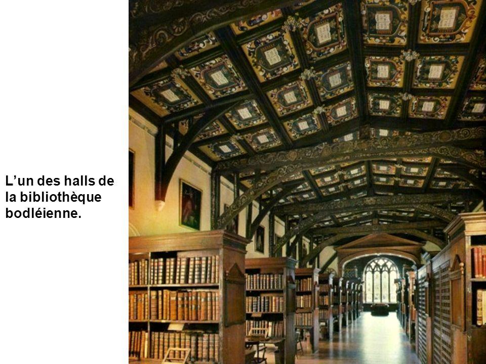 La Bibliothèque Bodléienne (Bodleian Library) est la principale de lUniversité. La bibliothèque Radcliffe