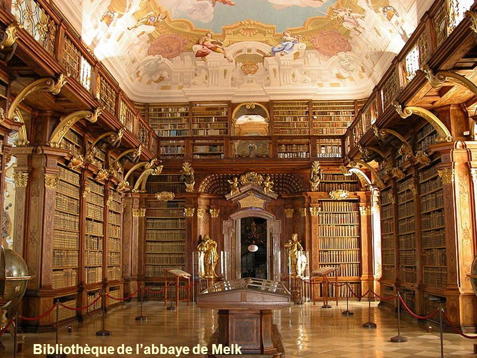 Cest une abbaye bénédictine. Tout près du Danube, le monastère domine Melk, petite ville du sud de lautriche. Au 12 e siècle, la bibliothèque devint c