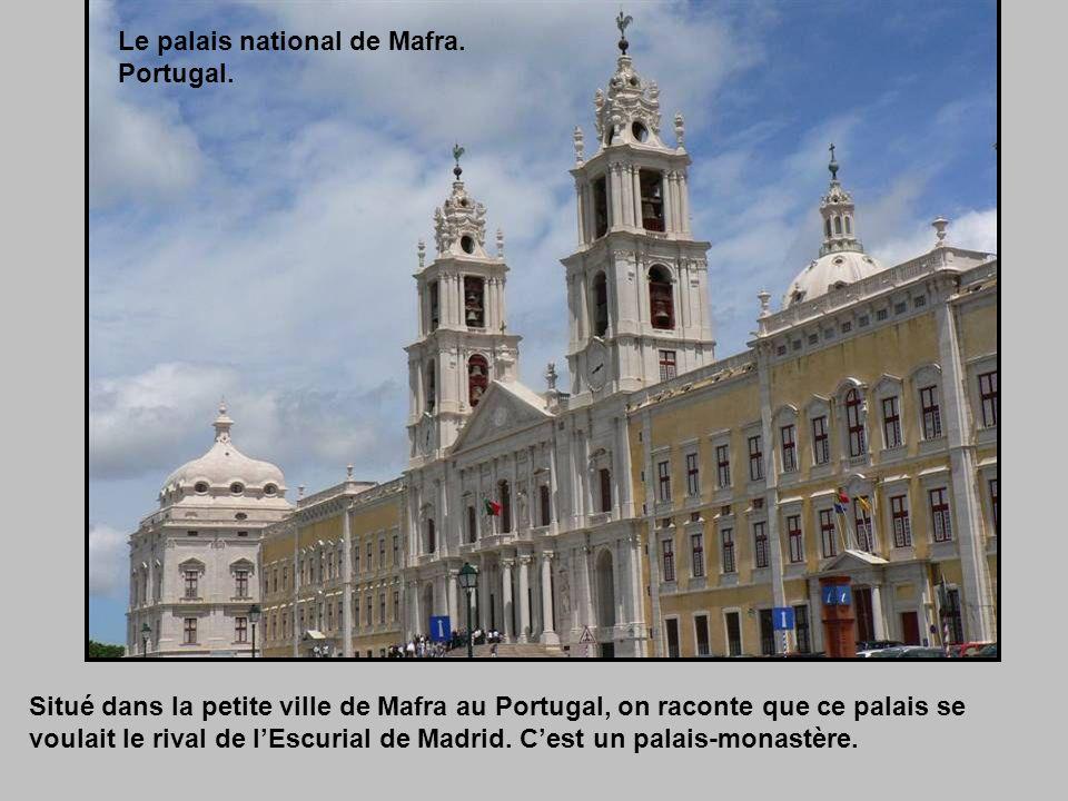 Situé dans la petite ville de Mafra au Portugal, on raconte que ce palais se voulait le rival de lEscurial de Madrid.