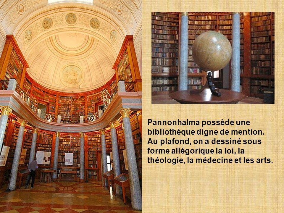 Au début, cétait un monastère. Puis, Pannonhalma devint un abbaye en 1541. Suite aux incursions des Ottomans au 16e et 17e siècle, lendroit fut conver