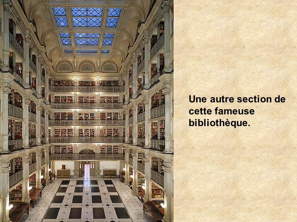 Construite en 1776, la bibliothèque a 70m de long. 200 000 volumes constituent la collection complète. Les plafonds sont formés par 7 coupoles illustr