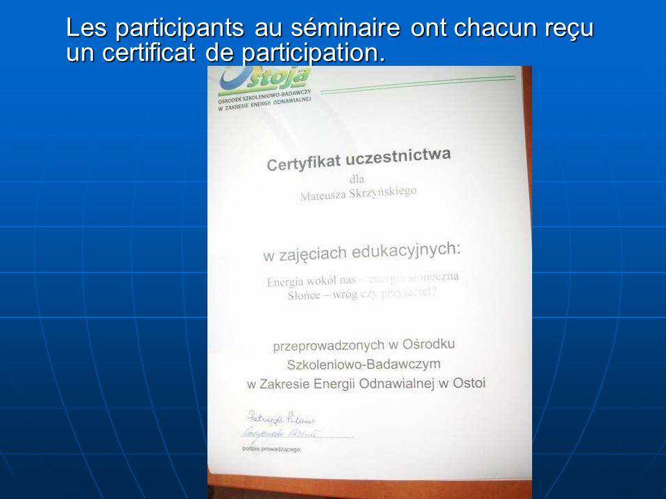 Les participants au séminaire ont chacun reçu un certificat de participation.