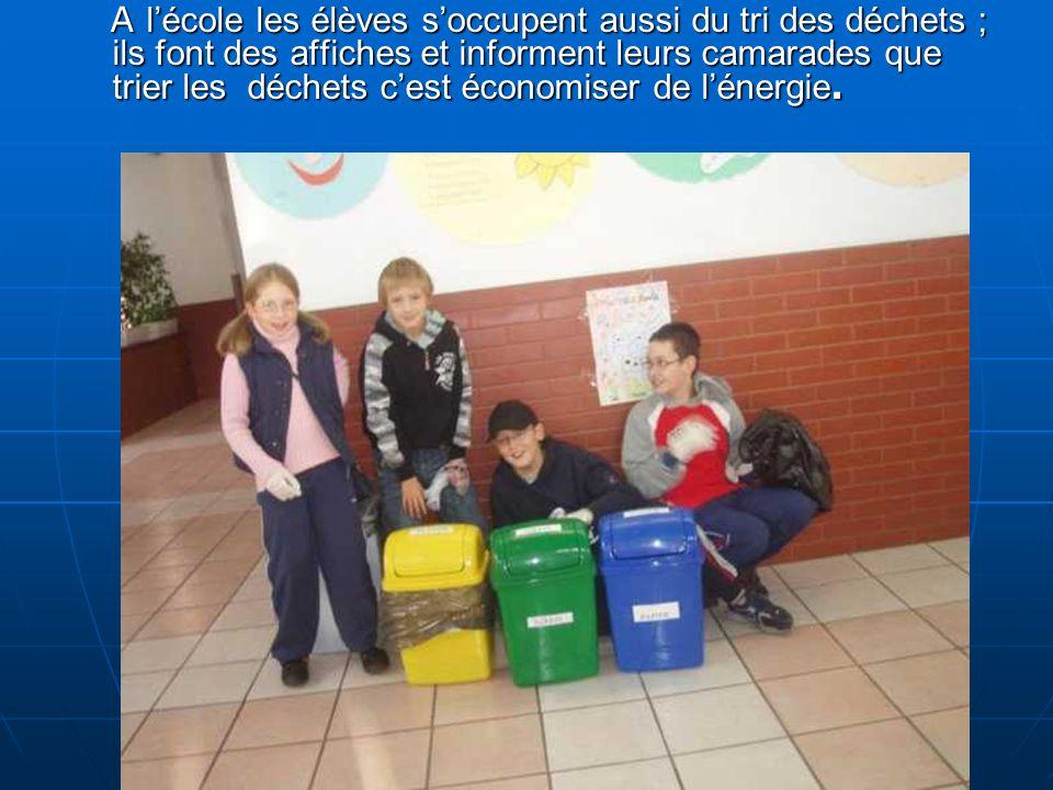A lécole les élèves soccupent aussi du tri des déchets ; ils font des affiches et informent leurs camarades que trier les déchets cest économiser de lénergie.