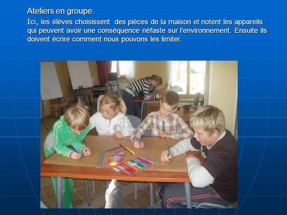 Ateliers en groupe.