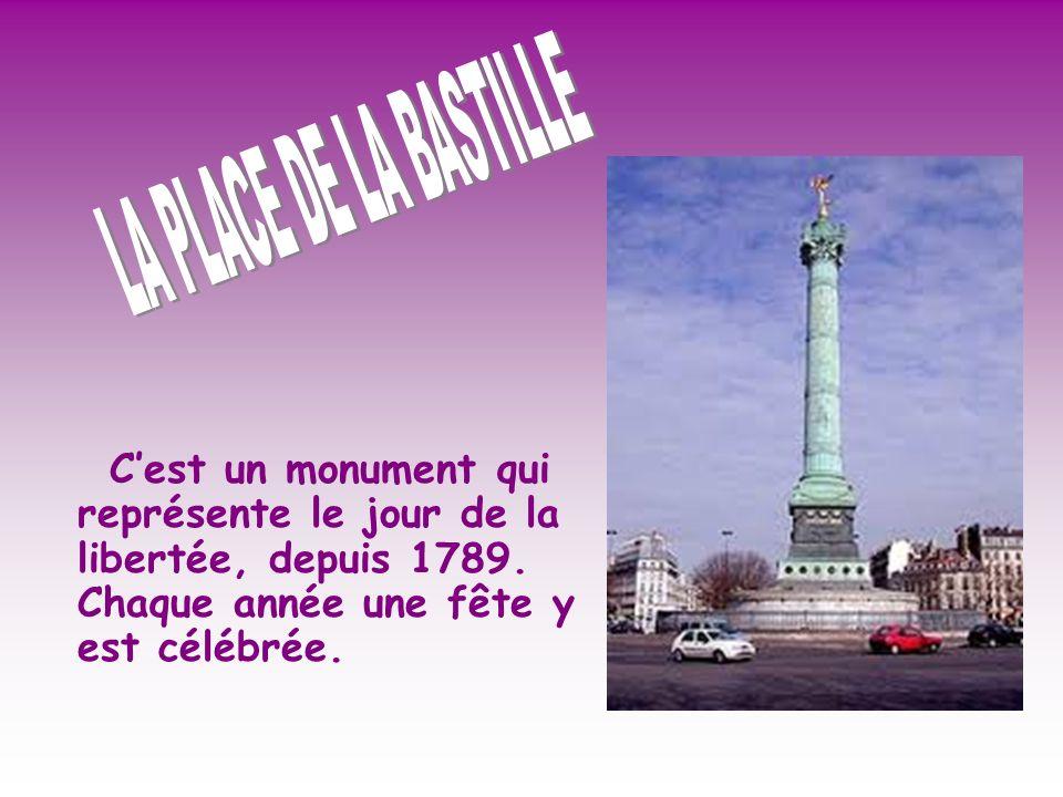Cest un monument qui représente le jour de la libertée, depuis 1789.