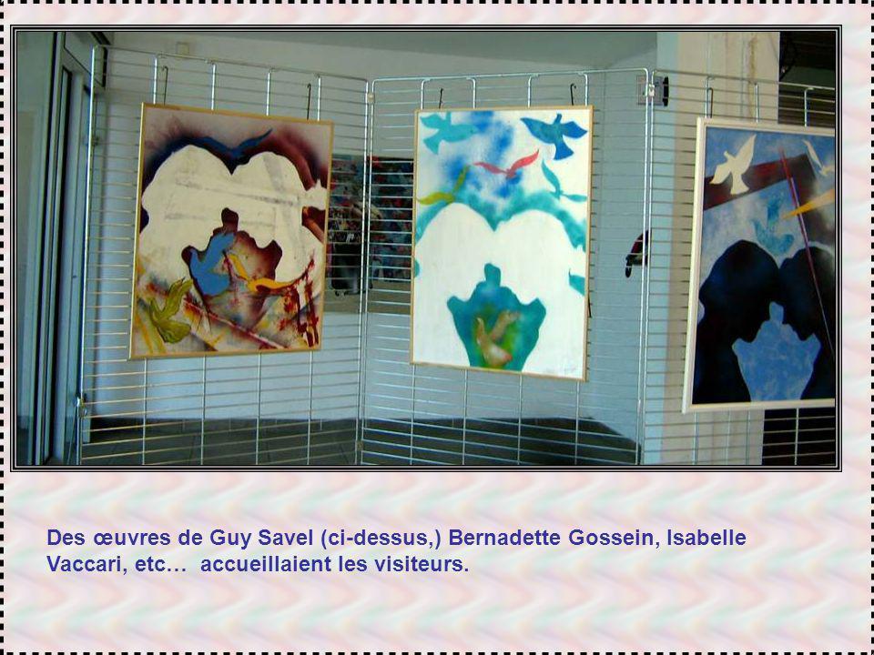 Le Centre Gérard Philippe accueillait aussi plusieurs expositions dœuvres diverses sur le thème de la paix.