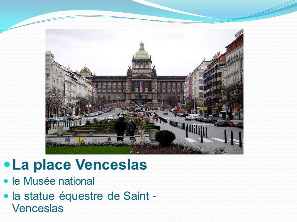 La place Venceslas le Musée national la statue équestre de Saint - Venceslas