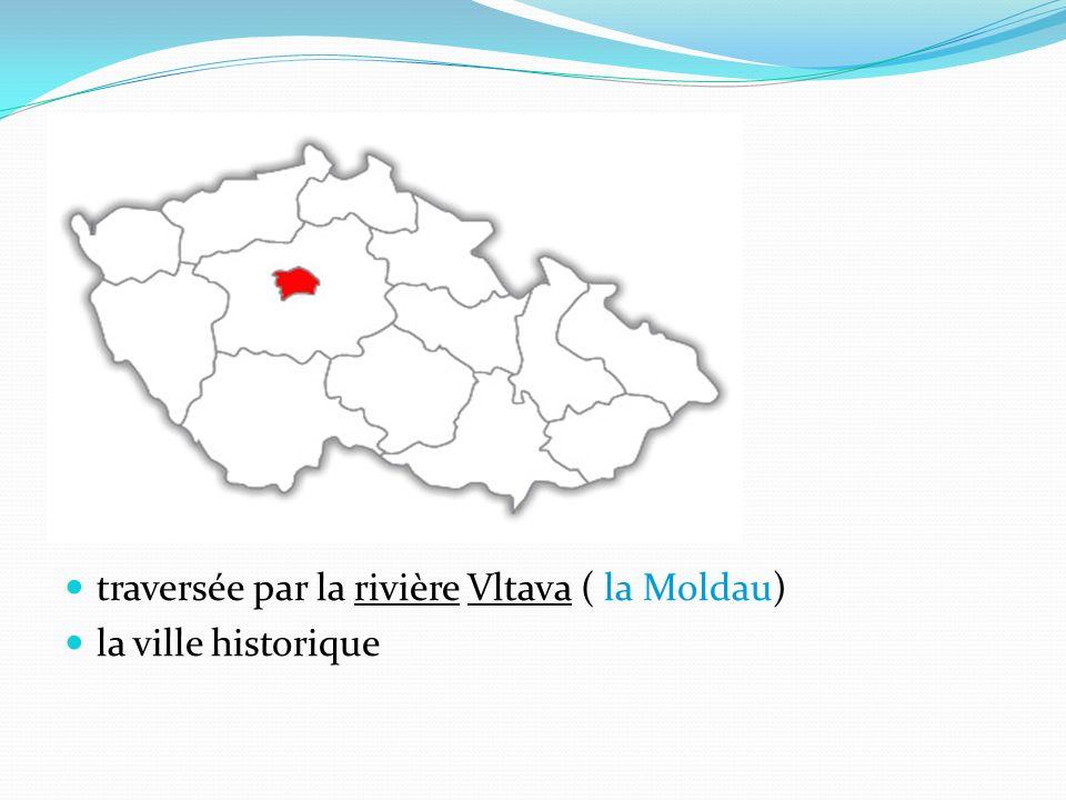 traversée par la rivière Vltava ( la Moldau) la ville historique