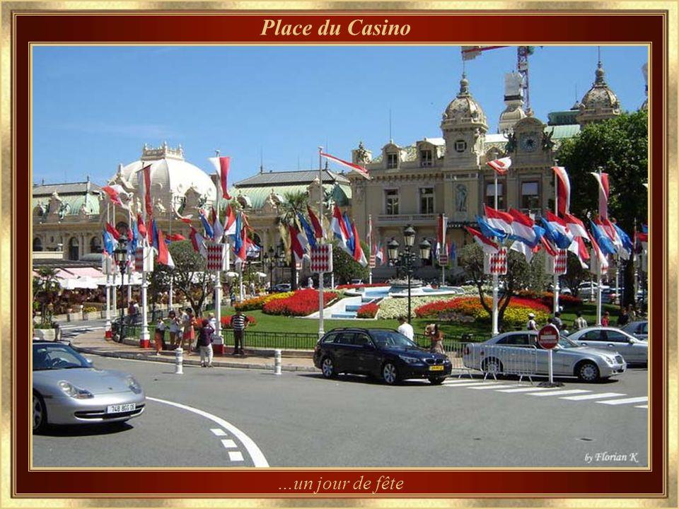Les glissières du Grand-Prix sont en place Jour du Grand-Prix - Hôtel de Paris