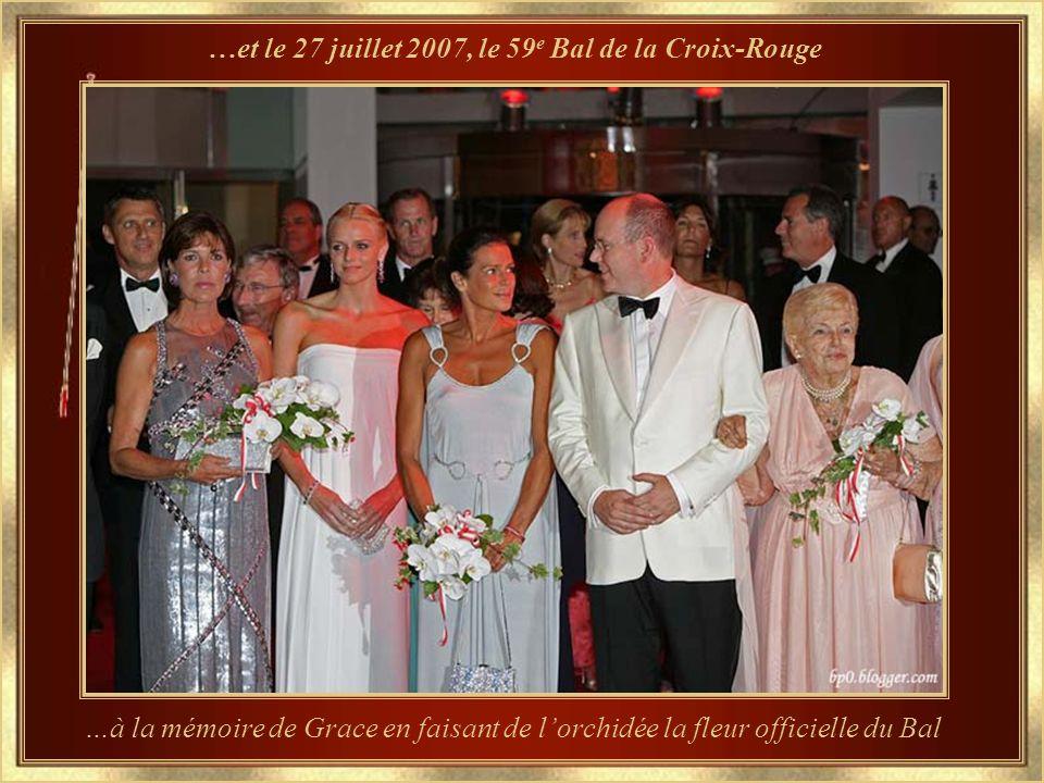 Grace a créé une nouvelle tradition – Le Bal des Roses – édition 2007 Les roses comptaient parmi les passions de la Princesse Grace, qui créa cet évén