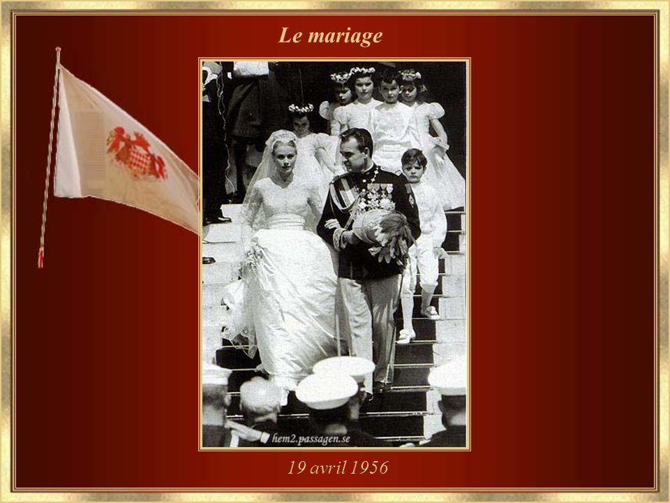 Fiancée au Prince Rainier III – le 5 janvier 1956...arborant la fleur qui sera sa passion légendaire, lorchidée