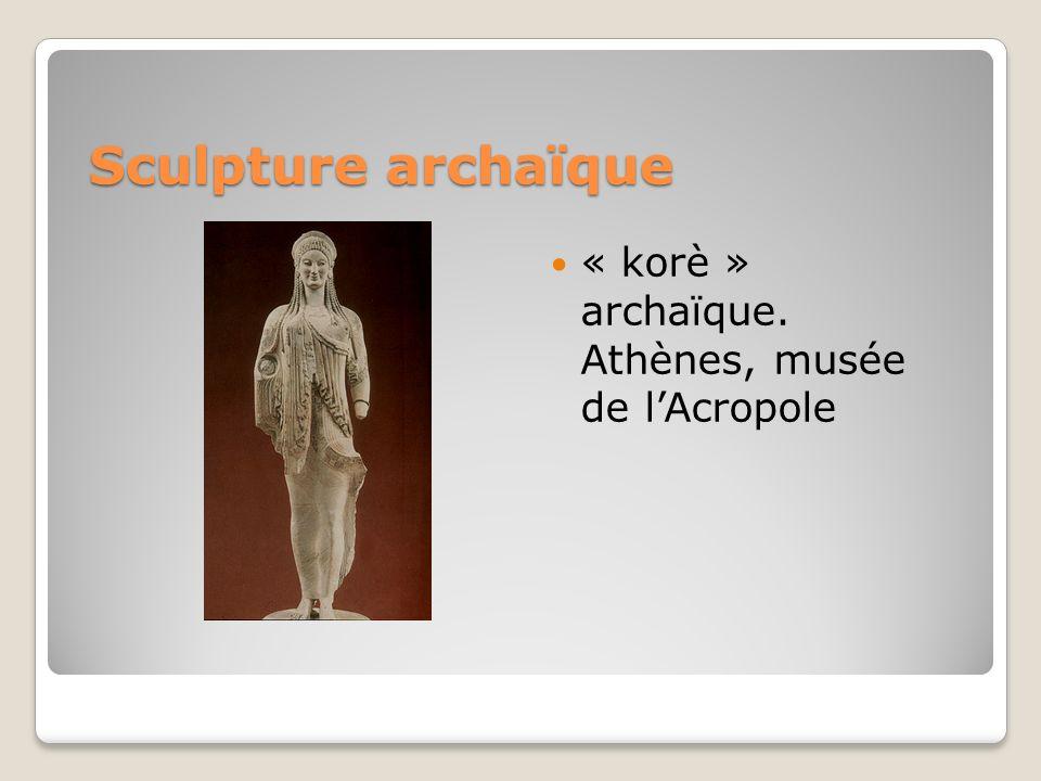 Sculpture archaïque « korè » archaïque. Athènes, musée de lAcropole