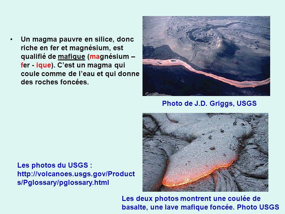 Un magma pauvre en silice, donc riche en fer et magnésium, est qualifié de mafique (magnésium – fer - ique). Cest un magma qui coule comme de leau et