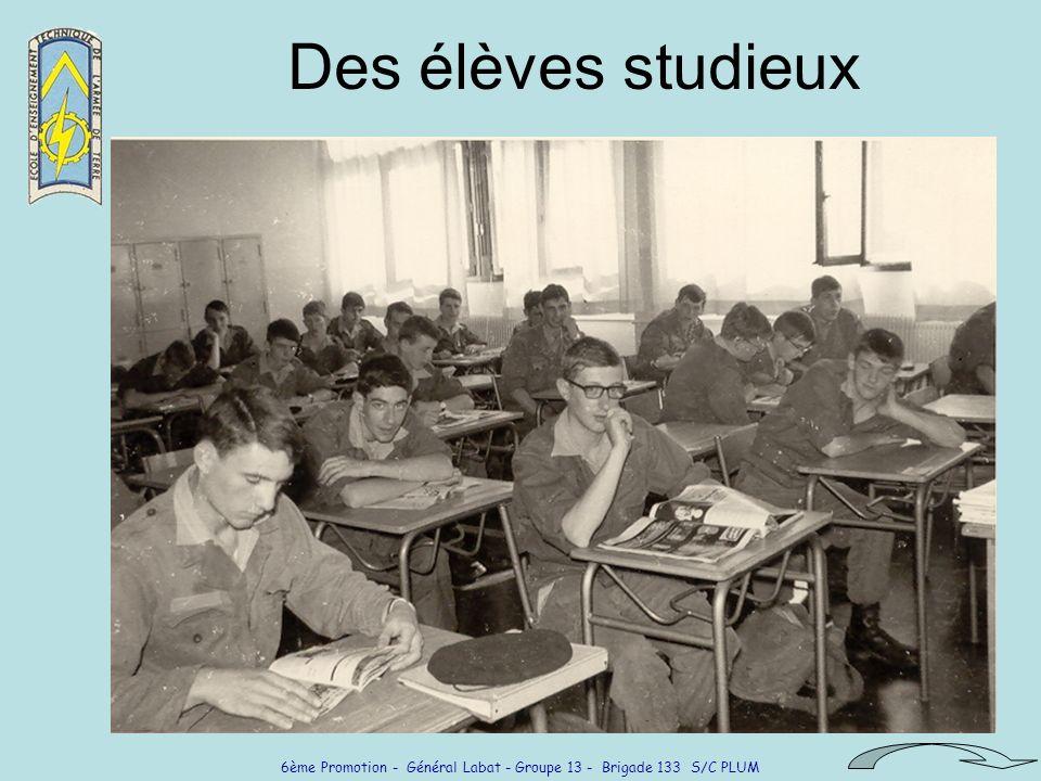 6ème Promotion - Général Labat - Groupe 13 - Brigade 133 S/C PLUM Des élèves studieux