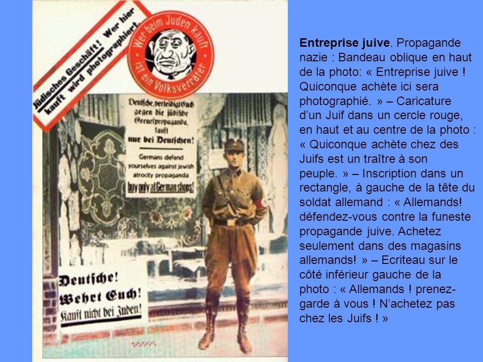 Entreprise juive. Propagande nazie : Bandeau oblique en haut de la photo: « Entreprise juive ! Quiconque achète ici sera photographié. » – Caricature