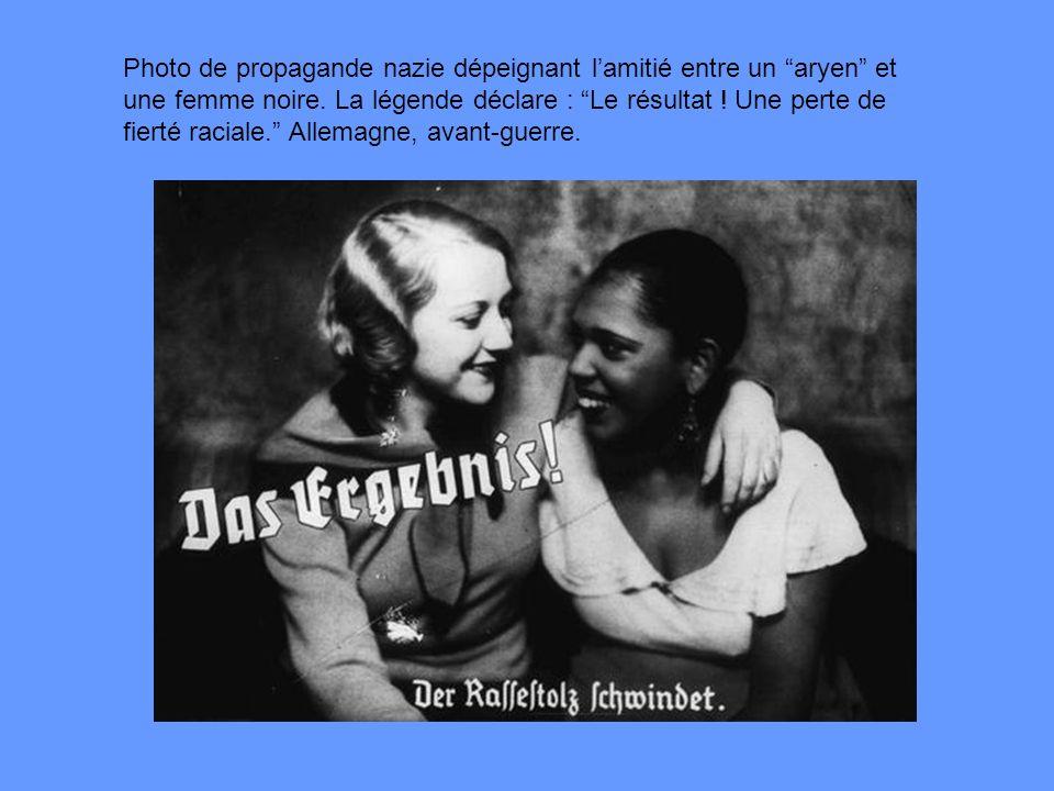 Photo de propagande nazie dépeignant lamitié entre un aryen et une femme noire. La légende déclare : Le résultat ! Une perte de fierté raciale. Allema