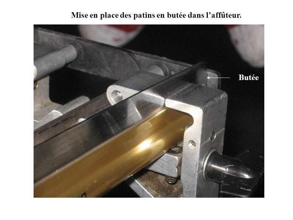 Mise en place des patins en butée dans laffûteur. Butée