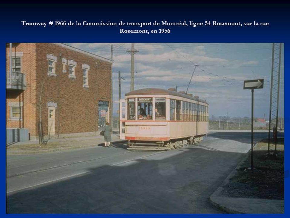 Tramway # 2053 de la Commission de transport de Montréal à l'intersection de la rue Rachel et de la rue Davidson, en 1956.