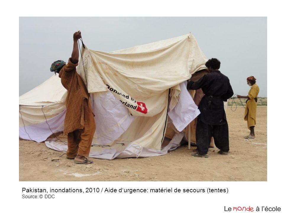 Pakistan, inondations, 2010 / Aide durgence: matériel de secours (tentes) Source: © DDC