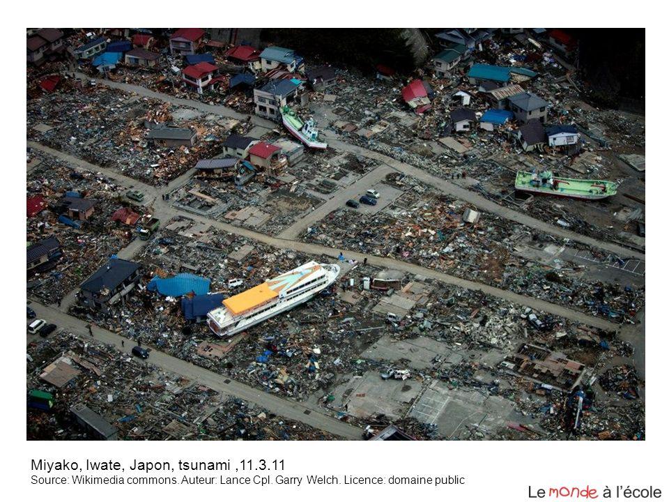 Miyako, Iwate, Japon, tsunami,11.3.11 Source: Wikimedia commons. Auteur: Lance Cpl. Garry Welch. Licence: domaine public
