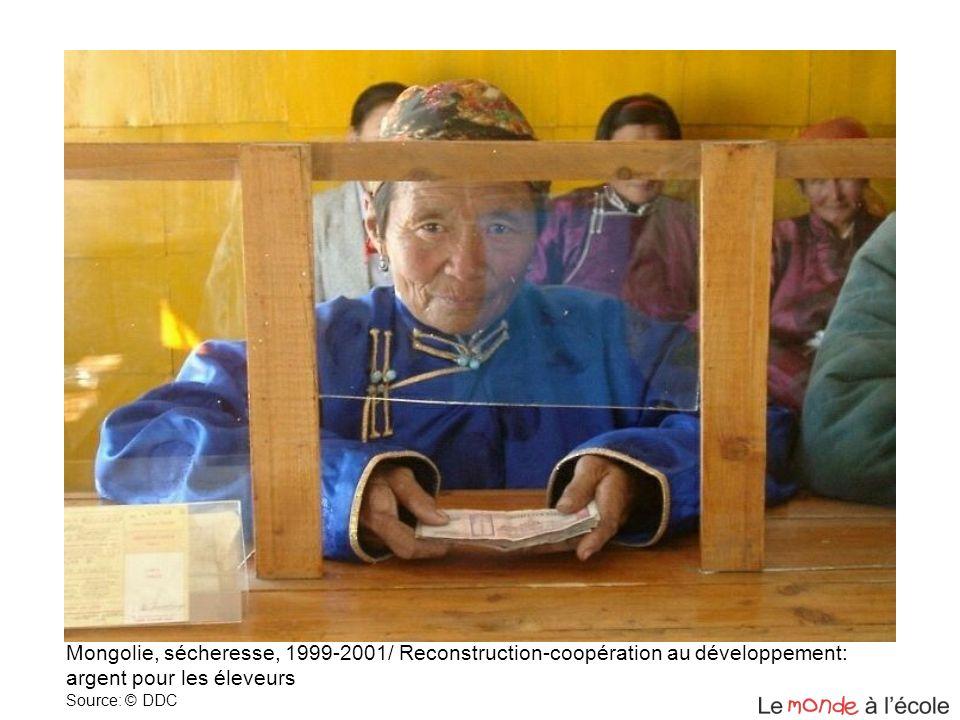 Mongolie, sécheresse, 1999-2001/ Reconstruction-coopération au développement: argent pour les éleveurs Source: © DDC