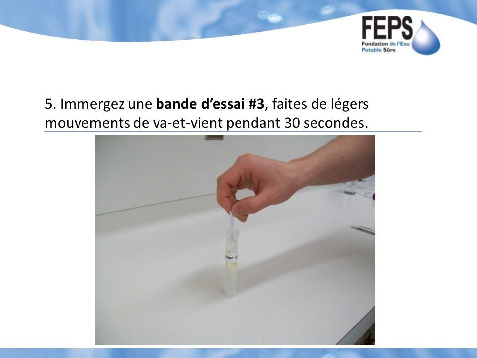 5. Immergez une bande dessai #3, faites de légers mouvements de va-et-vient pendant 30 secondes.
