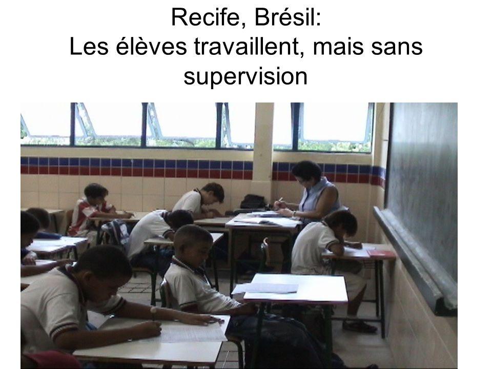 Recife, Brésil: Les élèves travaillent, mais sans supervision