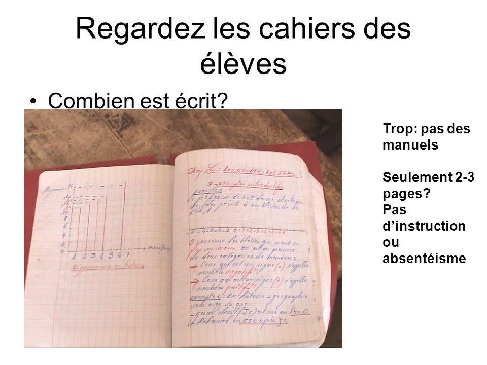 Regardez les cahiers des élèves Combien est écrit.