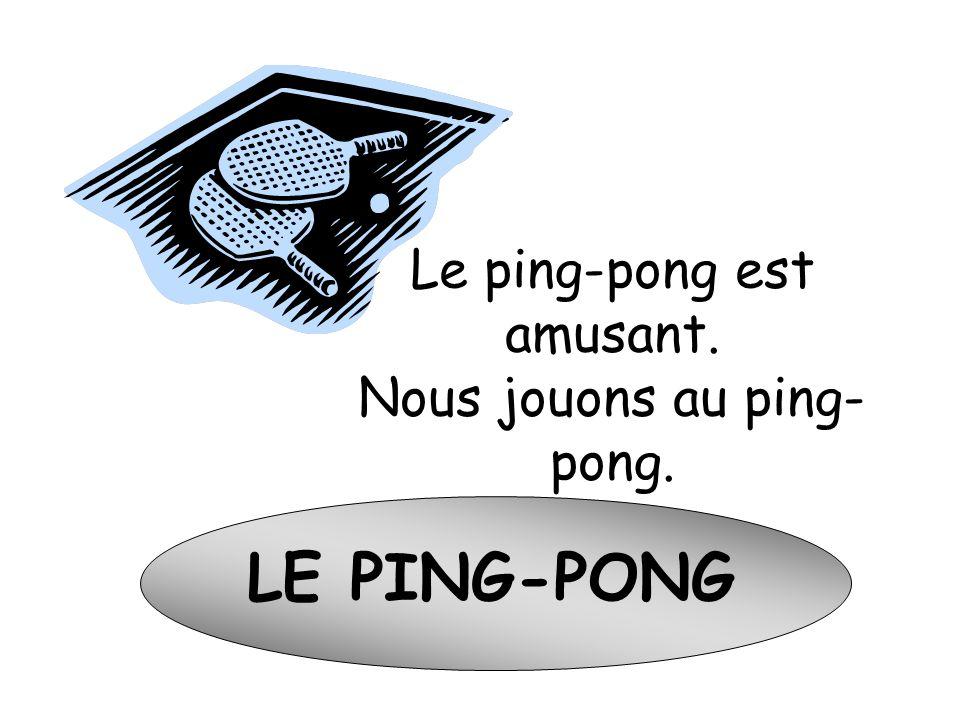 La pétanque ou les boules Les Français jouent à la petanque aux boules.
