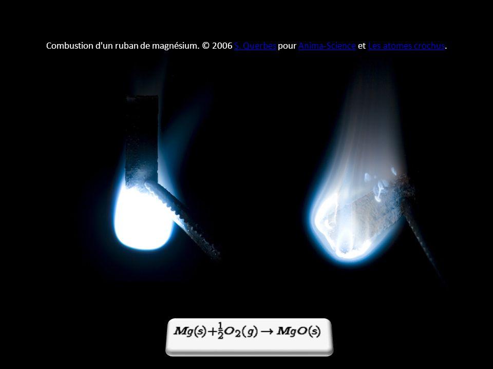 Combustion d'un ruban de magnésium. © 2006 S. Querbes pour Anima-Science et Les atomes crochus.S. QuerbesAnima-ScienceLes atomes crochus