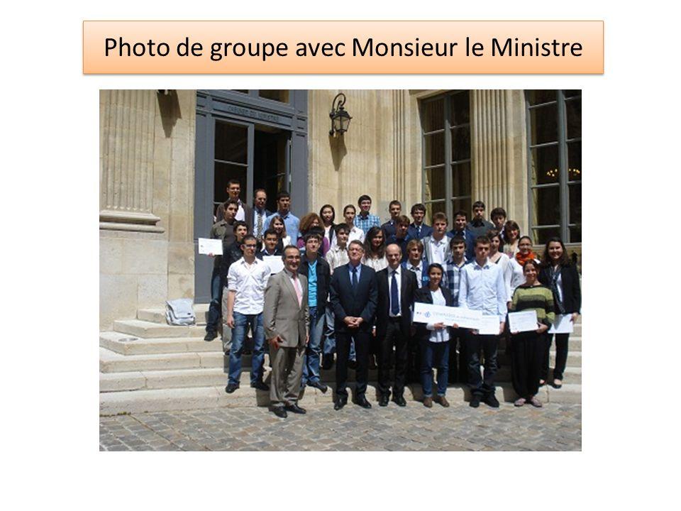 Photo de groupe avec Monsieur le Ministre