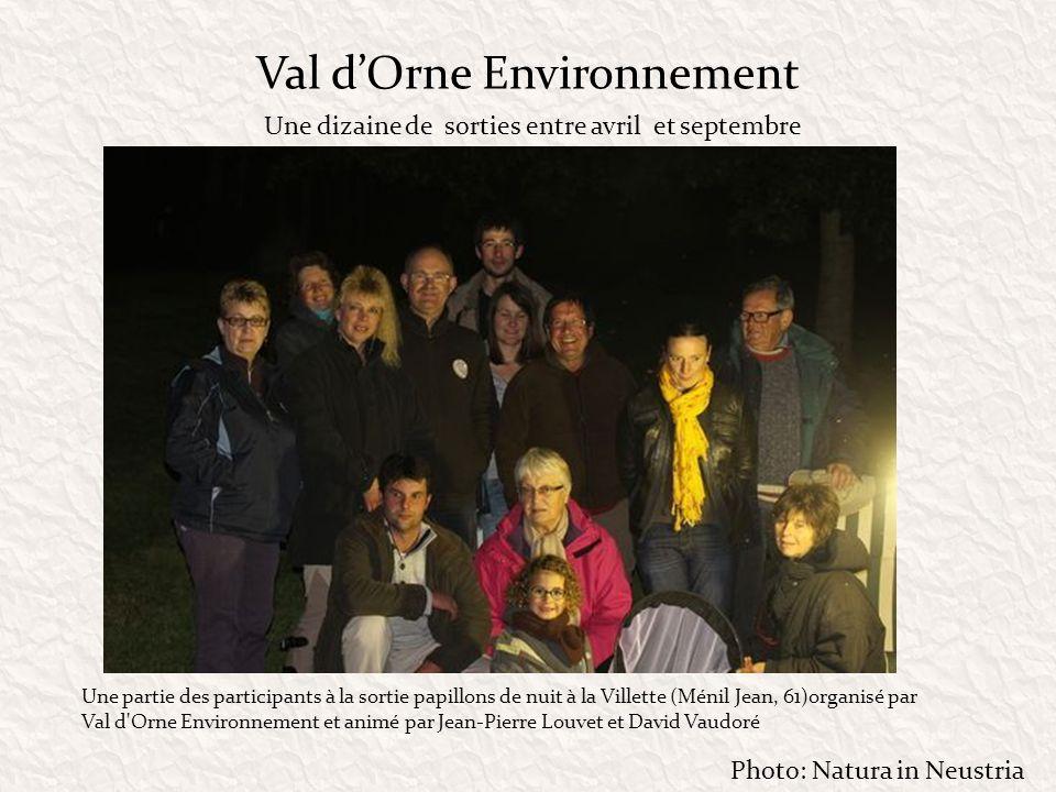 Val dOrne Environnement Une partie des participants à la sortie papillons de nuit à la Villette (Ménil Jean, 61)organisé par Val d'Orne Environnement