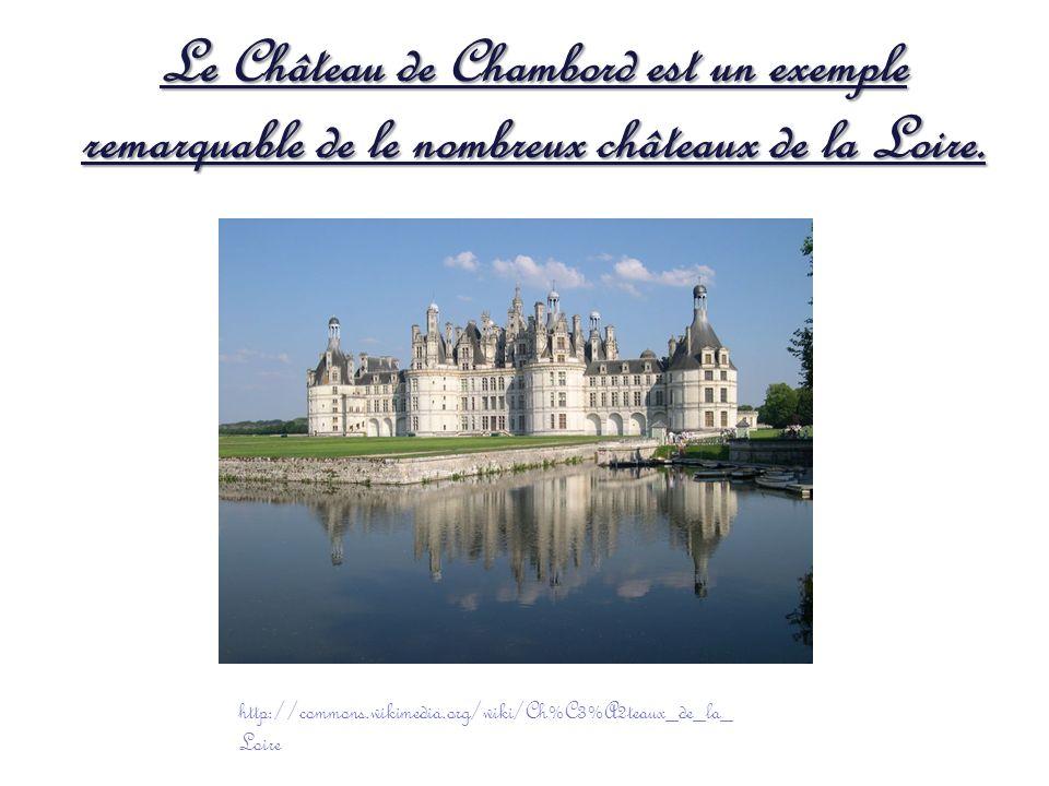 Le Château de Chambord est un exemple remarquable de le nombreux châteaux de la Loire. http://commons.wikimedia.org/wiki/Ch%C3%A2teaux_de_la_ Loire