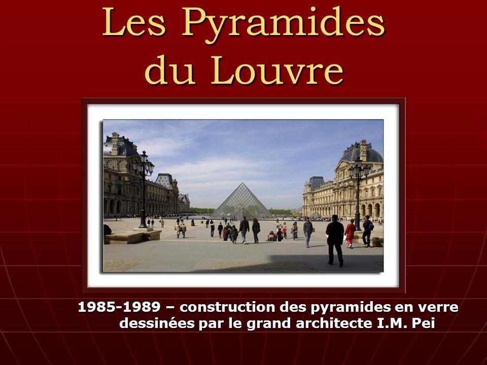 Les Pyramides du Louvre 1985-1989 – construction des pyramides en verre dessinées par le grand architecte I.M.