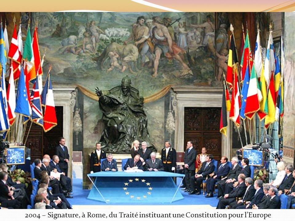 2004 – Signature, à Rome, du Traité instituant une Constitution pour lEurope