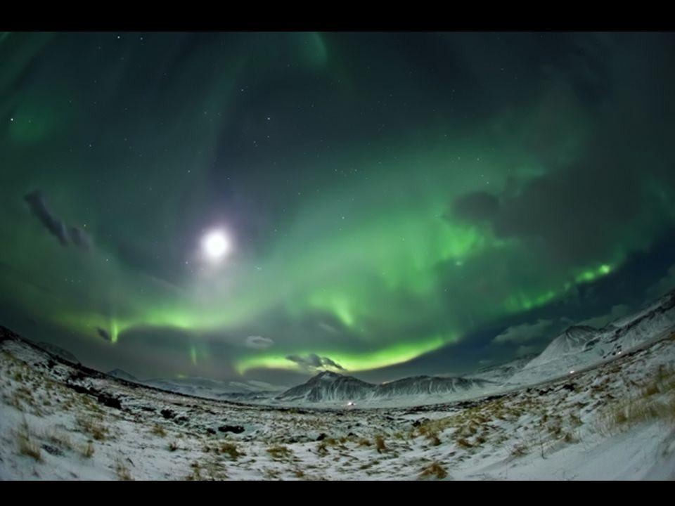 Si sa décision d'aller vivre et travailler en Islande peut surprendre, Raymó la justifie uniquement en montrant ses photos : où trouver une plus belle