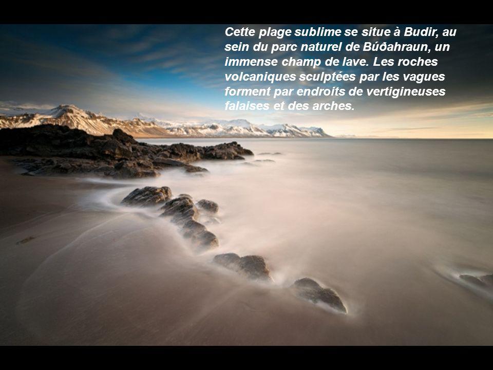 A force d'avoir parcouru l'Islande de long en large pour ses photos, Raymó connait le pays comme sa poche. Il organise donc des stages photo afin de d