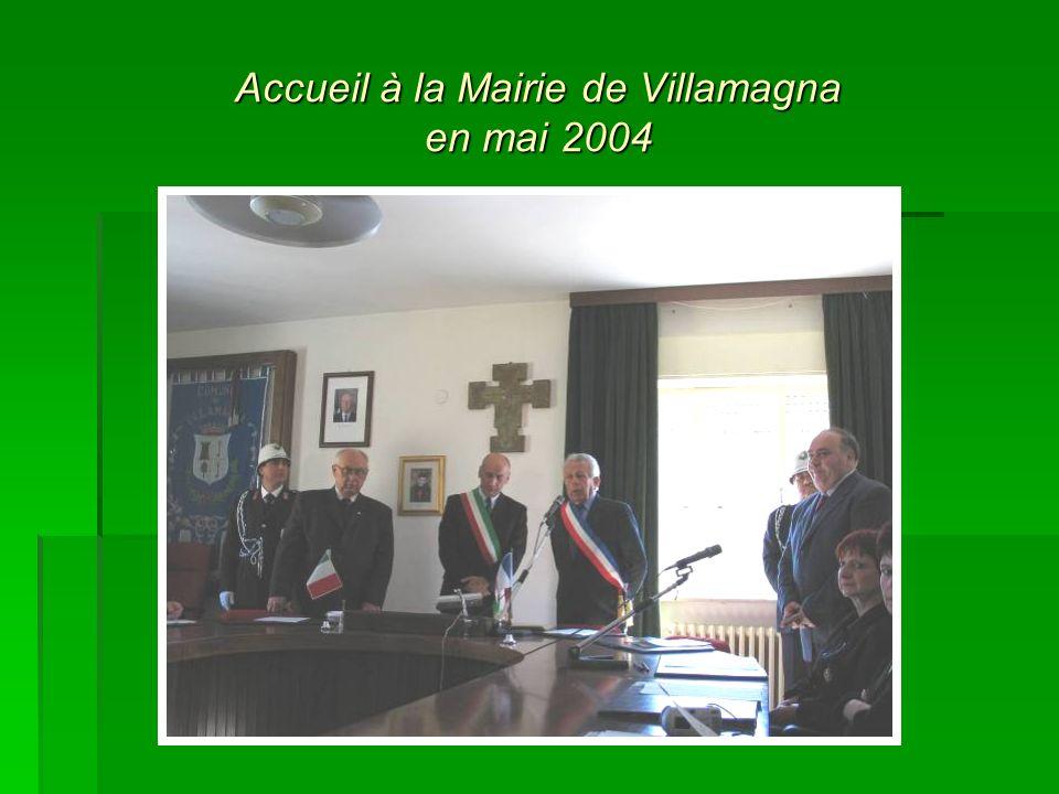 Accueil à la Mairie de Villamagna en mai 2004