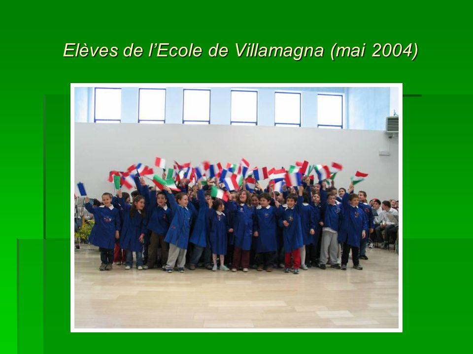 Elèves de lEcole de Villamagna (mai 2004)