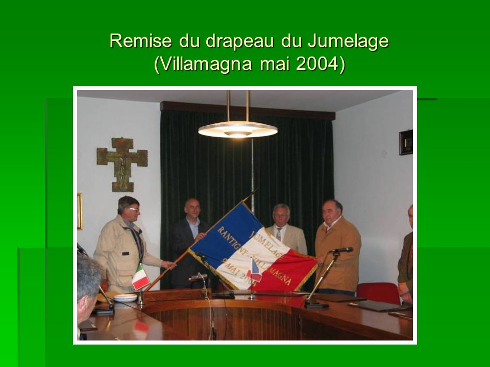 Remise du drapeau du Jumelage (Villamagna mai 2004)