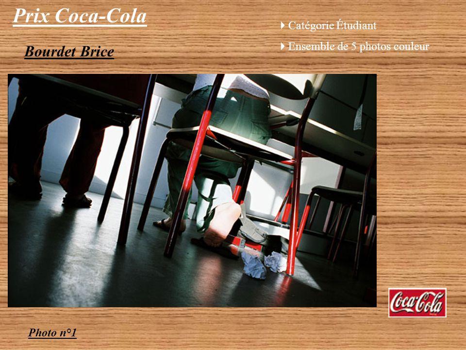 Prix Coca-Cola Audrey Bareil Photo n°5 : « Dans les couloirs sombres du lycée, 2 ombres savancent vers la lumière de laprès-bac »