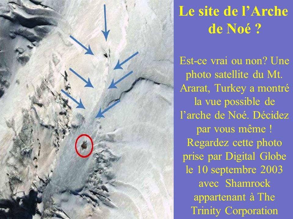 Ayers Rock (Uluru), Australie Cette photo prise par le satellite IKON OS, de Ayers Rock a été prise le 17 janv. 2004. Ayers Rock is situé dans le Kata