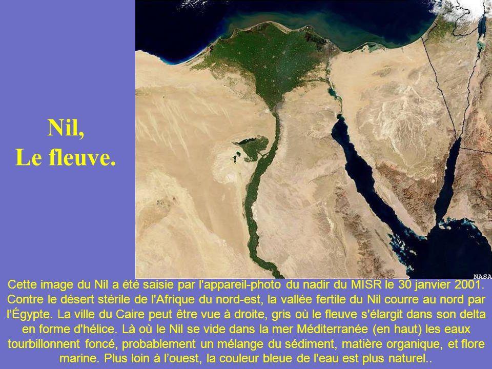 Le site de lArche de Noé ? Est-ce vrai ou non? Une photo satellite du Mt. Ararat, Turkey a montré la vue possible de larche de Noé. Décidez par vous m